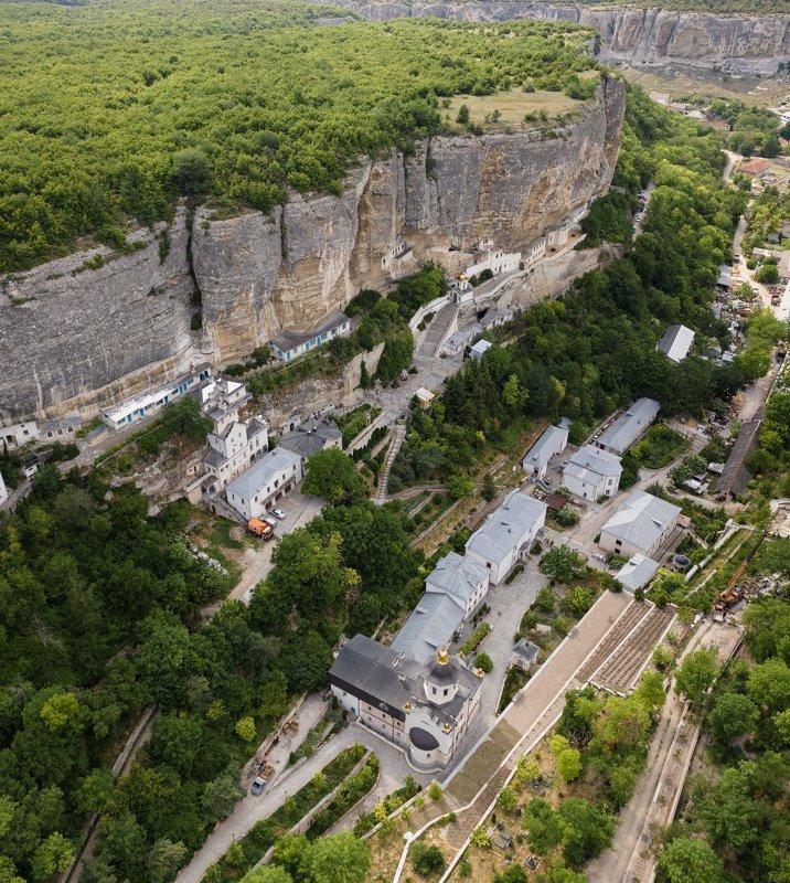 Республика Крым, г. Бахчисарай и Успе́нский Анаста́сиевский пещерный монасты́рьphoto preview