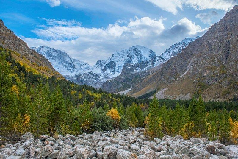 Кабардино-Балкария, Северный Кавказ, осень в горах, ущелье Адыр-су, гора Улу-Тау,  гора Улу-Тауphoto preview