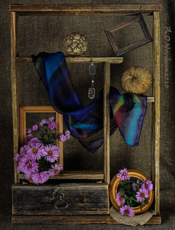 полочка,рамки,пенсне,платок,цветы ***photo preview