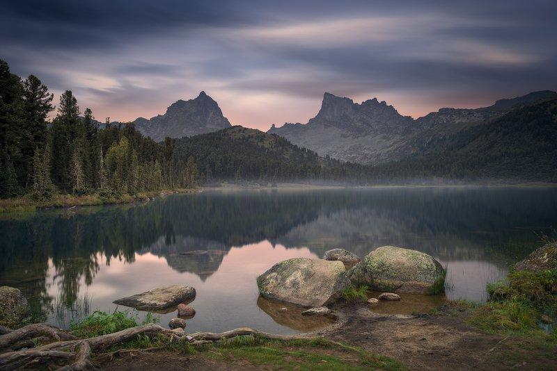 пейзаж, природа, озеро, отражение, камни, горы, скалы, пика, облака, небо, вечер, тихий, спокойный,  ергаки, красноярский край, сибирь, хребет, длинный Тихий вечер на озере Светломphoto preview