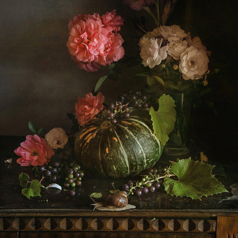 натюрморт, цветы, розы, ягода, виноград, тыква, улитка Про тыкву, цветы и улиткуphoto preview