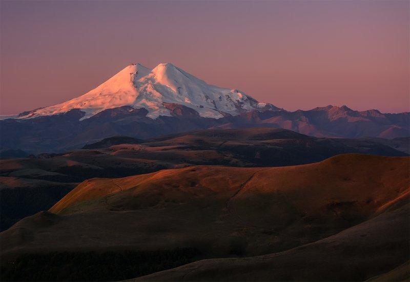природа, пейзаж, горы, кавказ, природа россии, дикая природа,рассвет, утро, свет, облака, осень, эльбрус Утро с видом на Эльбрусphoto preview