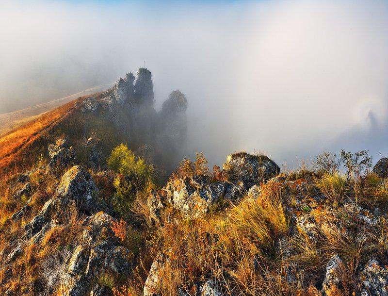 скалы в туманеphoto preview