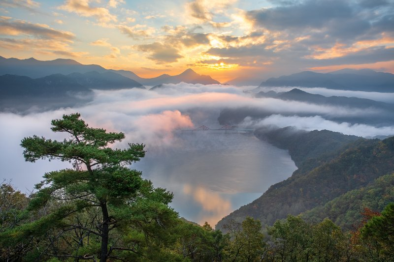 mountains,peak,hiking,fog,clouds,autumn Dancing dabuliphoto preview