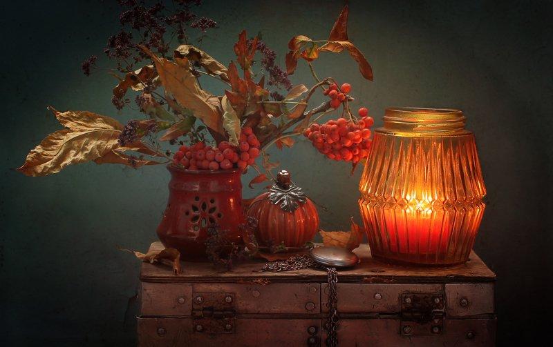 натюрморт, осень, подсвечник, сундучок, тыква, рябина, листья Осеннее ретроphoto preview
