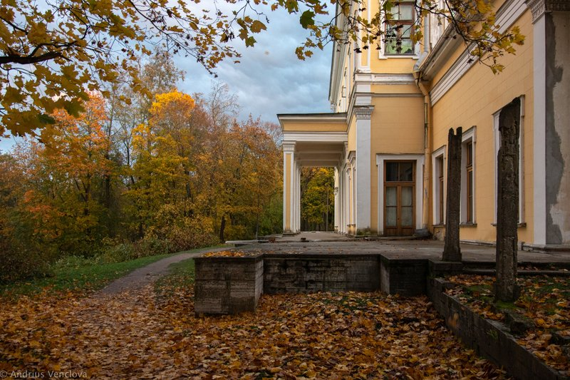 autumn, peterhof, sergievka Дворец Лейхтенбергскихphoto preview