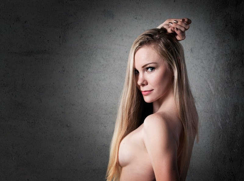 Portrait, Beautiful Woman, Beauty, Studio Shot, Looking At Camera, One Person, Young Adult, People, Sensuality, One Young Adult Only, Adult, One Adult Only, Young Woman, Female, One Woman Only, Blonde, Аннаphoto preview