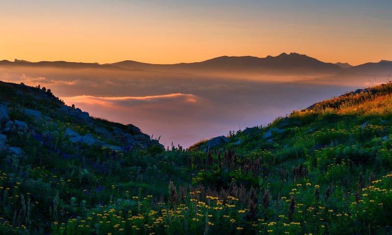 Утро над долинойphoto preview