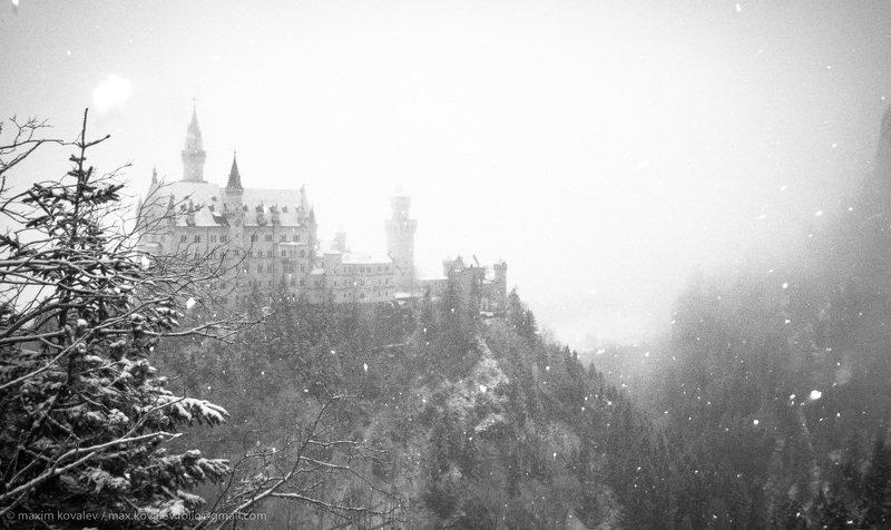 monochrome, монохром, чб, bw, castle, замок, germany, neuschwanstein, fog, snow, winter, hohenschwangau, германия, нойшванштайн, зима, снег, туман, bavaria, бавария Укрыла туча снежная.. / A snow cloud covered up..photo preview