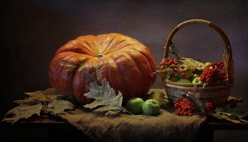 натюрморт, осень, тыква, рябина, корзина, мышь Осенние приключения маленькой мышкиphoto preview