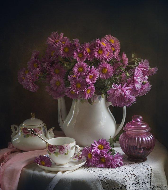 букет цветов, розовые хризантемы, чайник, чашка, белый кувшин Розовый балphoto preview