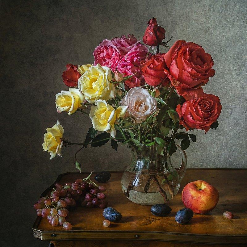 натюрморт, стекло, кувшин, цветы, розы, ягода, виноград, сливы, персик Розы из моего садаphoto preview