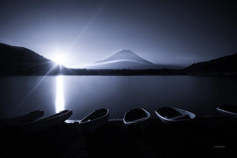 Fuji,Japan,mountain,cloud,lake,water,sunrise,sunshine Sunshine on boatsphoto preview