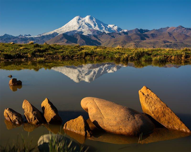 природа, пейзаж, горы, кавказ, природа россии, дикая природа, утро, свет, облака, весна, отражение Эльбрусphoto preview