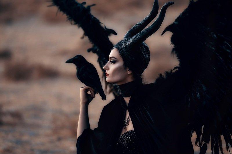 малефисента девушка ворон косплей фентези Малефисентаphoto preview
