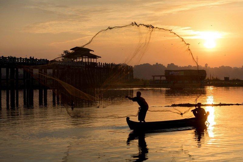 мьянма, рыбак Рыбак на рассвете. Мьянма.photo preview