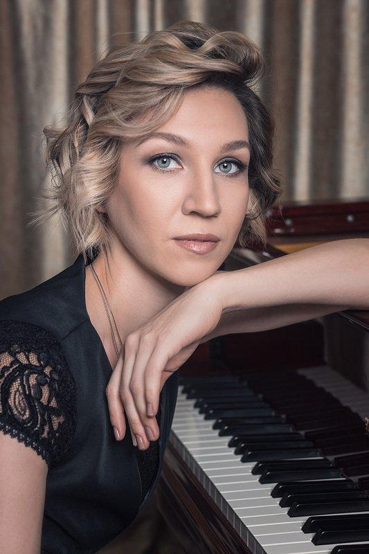 портрет, жанр, пианистка, музыка, женщина Пианисткаphoto preview
