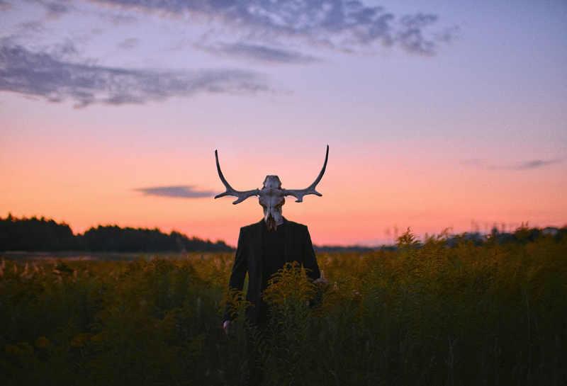 пейзаж небо череп пиджак поле лось Нектоphoto preview