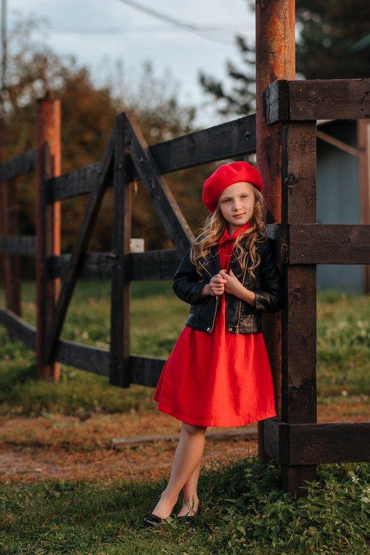 ребенок, осень, портрет, красная, линии Красная шапочкаphoto preview