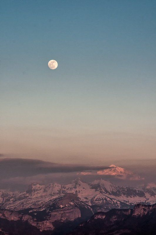Moonrise over Mt-Blancphoto preview