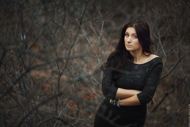 девушка, брюнетка, 135, ветки, кусты, Оляphoto preview