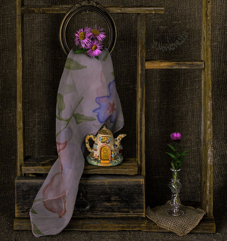 цветы,чайник,платок,полка ***photo preview