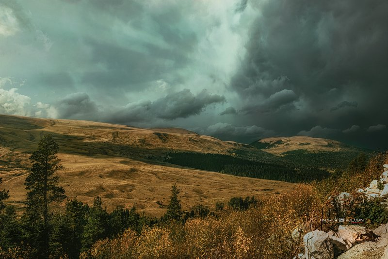 пейзаж плато лучи свет тучи плато лагонаки адыгея красиво Перед грозойphoto preview