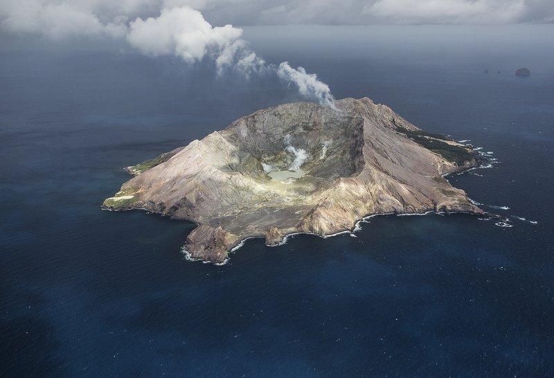 вулкан, океан остров вулканphoto preview