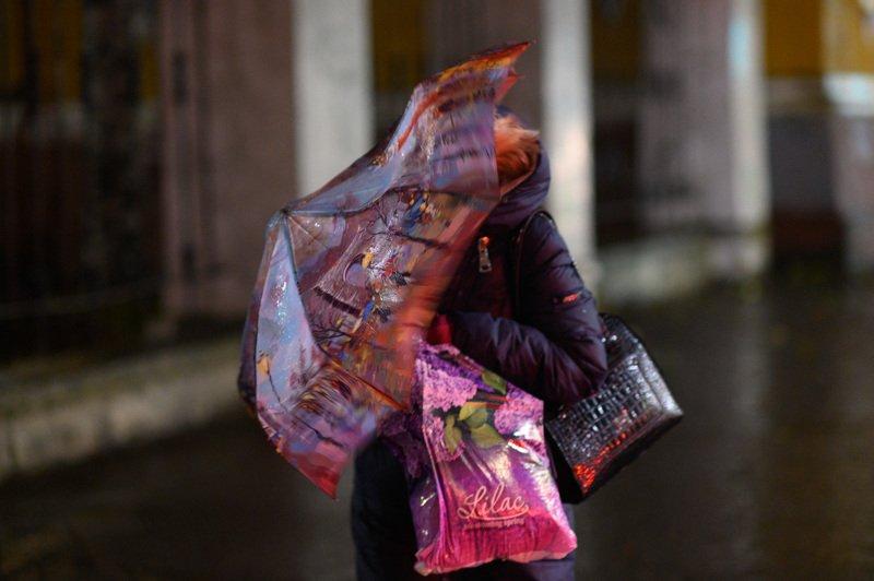 уличная фотография, streetphotography, северодвинск, осень, Дождливым октябрьским вечеромphoto preview