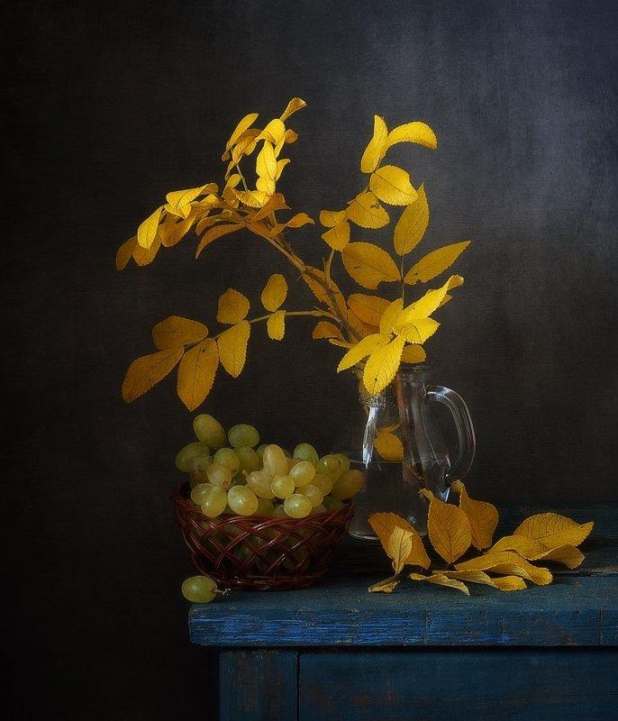 натюрморт,осень,листья,виноград ...photo preview