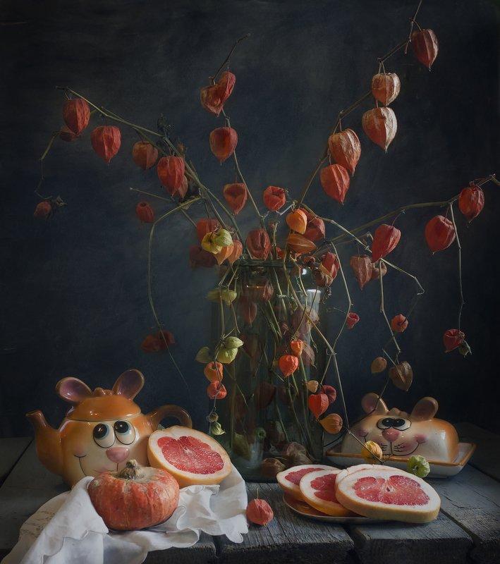 физалис, грейпфрут, оранжевые, чайник,натюрморт Оранжевыеphoto preview