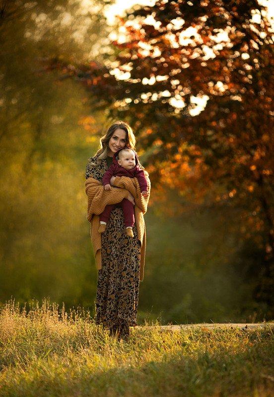 семейная фотография, детская фотография, теплые кадры, огненные фото, теплые фото, обучение фотографии, портрет, красивые фотографии, постановочные фотографии, художественные фотографии, Валерия Мороз, фотохудожник, красивые портреты, дети, семьи,  Осенняя нежностьphoto preview