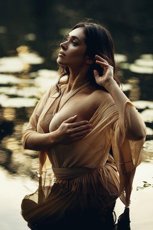 портрет, девушка, вода, закат Золотой закатphoto preview