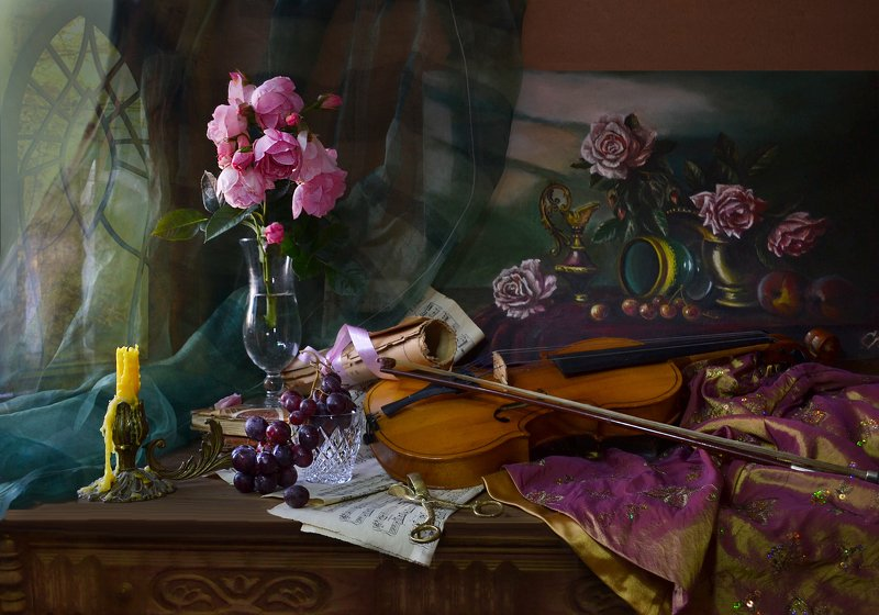 still life, натюрморт, фото натюрморт, осень, сентябрь,цветы,розы, скрипка, картина, свеча, подсвечник, ноты, виноград ...Звучала скрипка в тонком свете...photo preview