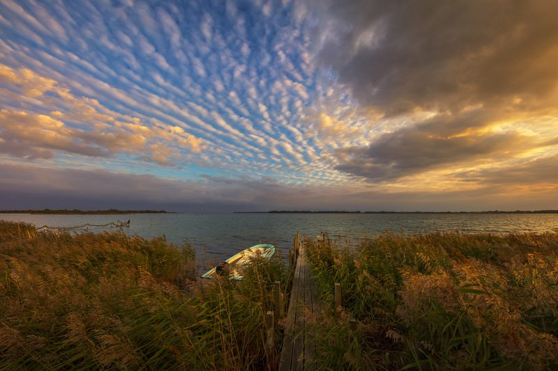 дания, деревня, лодка, море, берег, причал, облака, небо, вечер, закат, Вечер на берегу моря в датской деревне.photo preview