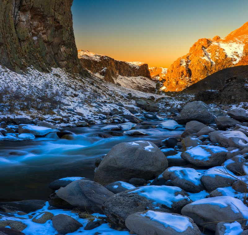 горы,река,снег,джилысу,кбр,природа,пейзаж Между тенью  и светомphoto preview
