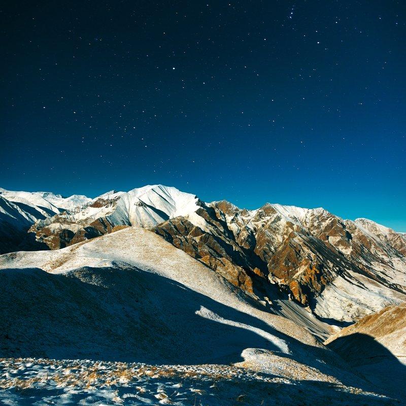 ночь,горы,звезды,снег,кбр,природа,пейзаж На краю небаphoto preview