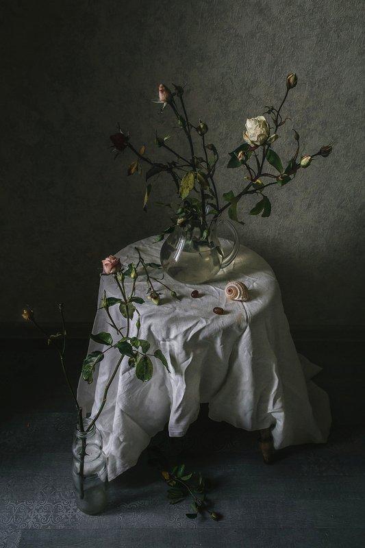 натюрморт, стекло, графин, цветы, розы Последние бутоны в этом годуphoto preview