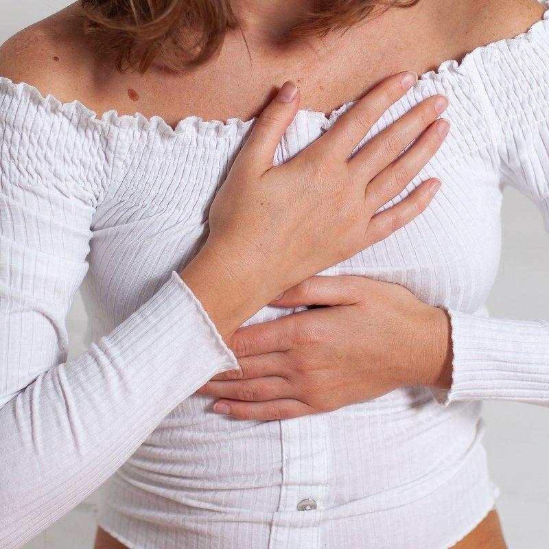 Прикосновение, девушка, руки, свитер, нежность Прикосновениеphoto preview