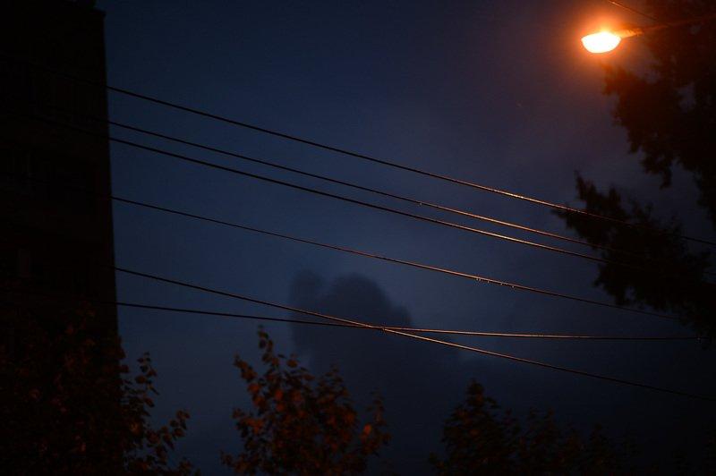 уличная фотография, streetphotography, северодвинск, ночь, Мокрые проводаphoto preview