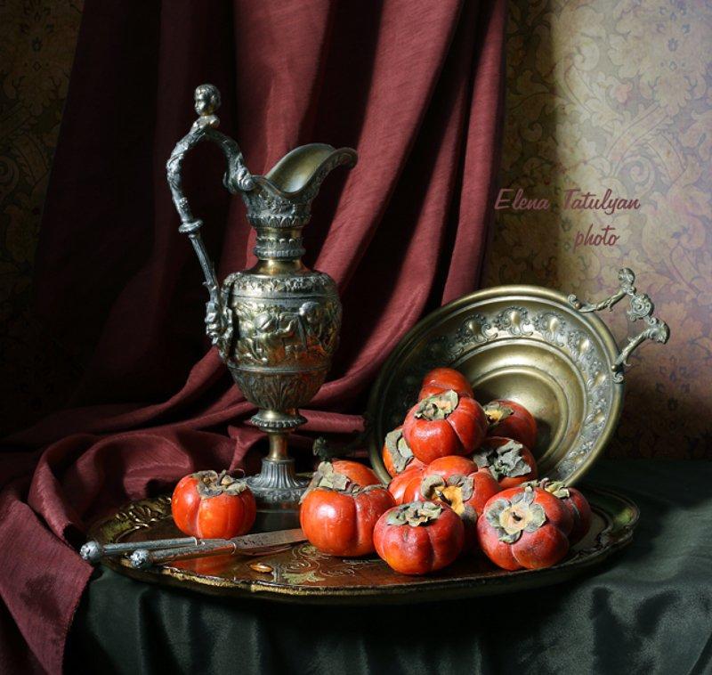 хурма, кувшин, фрукты С хурмой фото превью