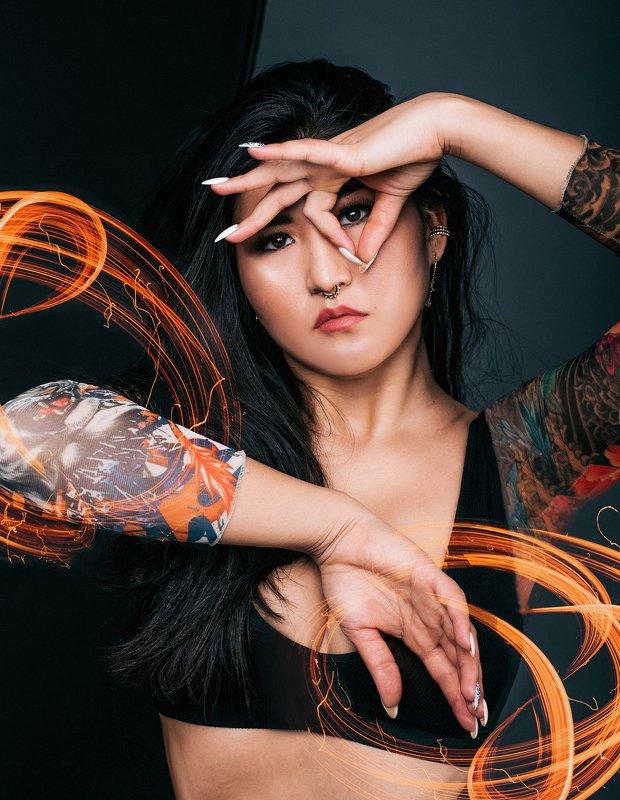 девушка, арт, дракон, тату, пирсинг, портрет, популярное, женский портрет, волосы, взгляд, руки Dragonphoto preview