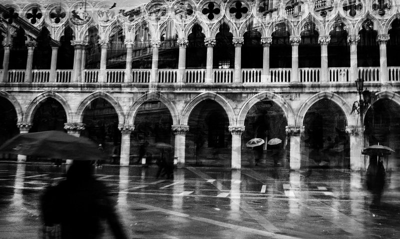чб,улица,Италия,Венеция,город,арт Долина зонтовphoto preview