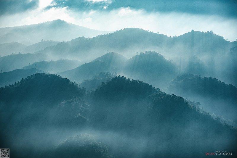 quanphoto, landscape, nature, morning, dawn, sunrise, rays, sunlight, mountains, vietnam Mountains SunRaysphoto preview