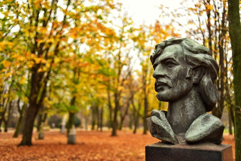 Осенний парк скульптурphoto preview