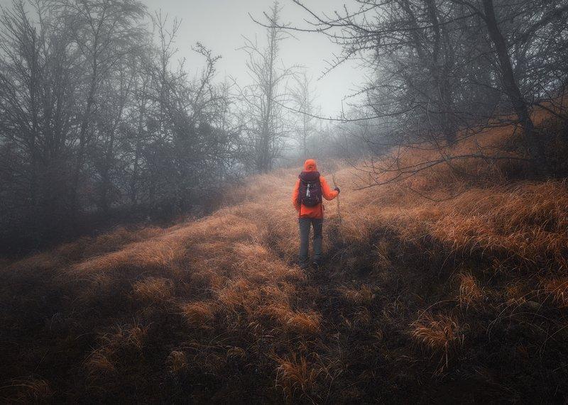 крым осень горы туман человек природа Осень уходит...photo preview