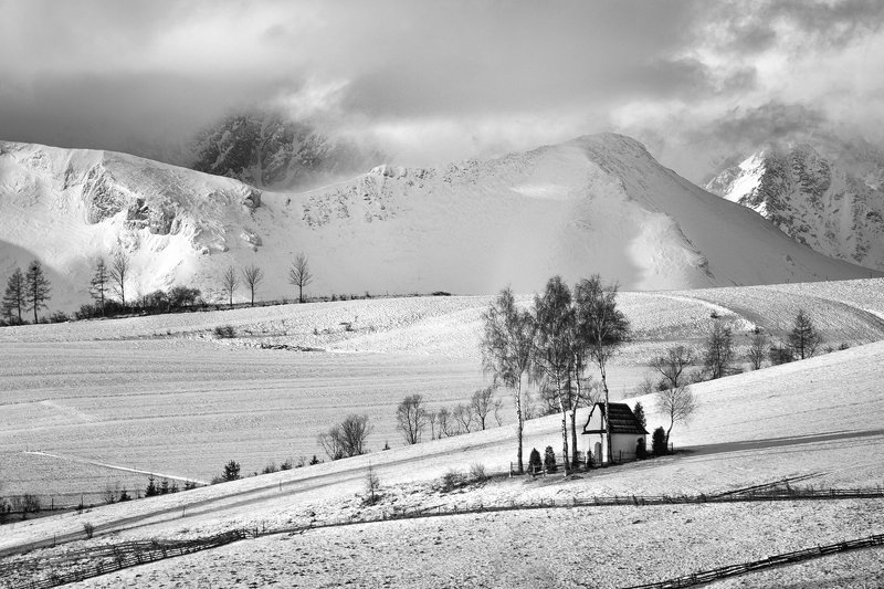 Small chapel on the background of the Tatra mountainsphoto preview