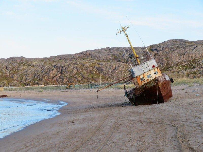 берег, пляж, море, Баренцево море, судно, шторм, песок  Пляж в Териберкеphoto preview