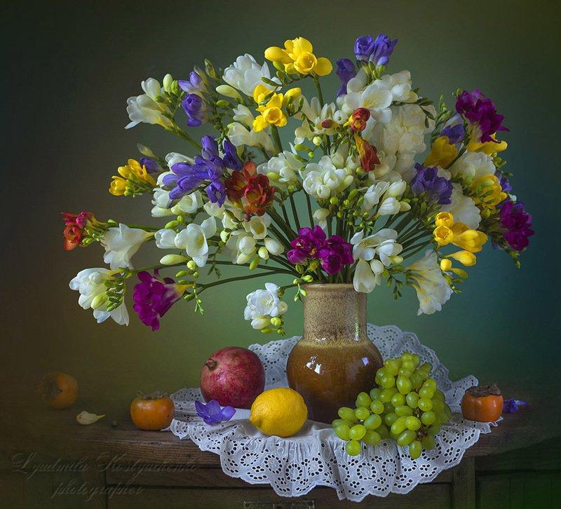 художественное фото,натюрморт,букет с цветами,фрезии. Великолепные фрезииphoto preview