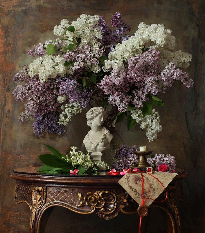 цветы, сирень, ландыши, девушка, скульптура, натюрморт, весна Натюрморт с цветамиphoto preview